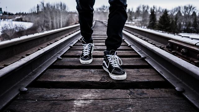 Notice people's feet - Best Psychology Tricks